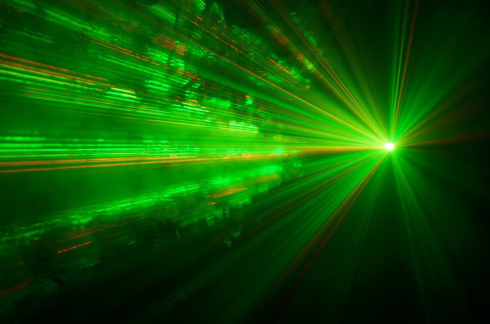 фон картинка лазер в дыму много